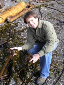 Chris-Chisholm-holding-edible-bullwhip-kelp